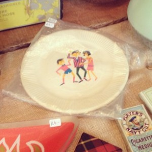 Amazing screenprinted 1950s party plates